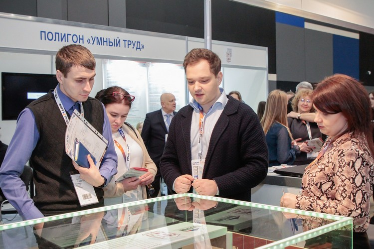 Guests of the exhibition with the participation of the St. Petersburg GASU